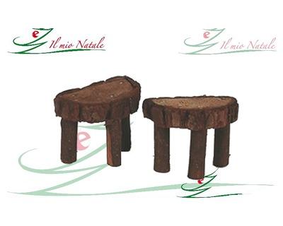 Un panchetto fatto di un tronco di albero con una forcella mobilia